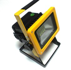 Светодиодный прожектор с аккумулятором фото